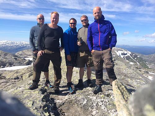 En stolt gjeng på toppen av Fuglafjell