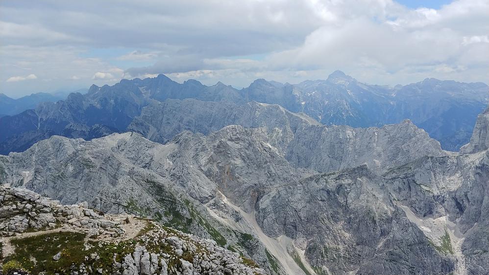 Utsikt mot Triglav og andre omkringliggende topper
