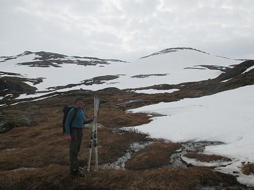 Lite snø eit stykke ovanom Kjetilstad, og av og på med skia