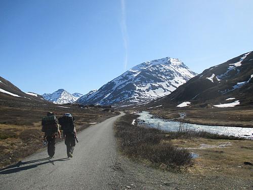 Vi nærmer oss Spiterstulen etter 5km gange fra Reinstråe. Visdalen viser seg fra sin beste side