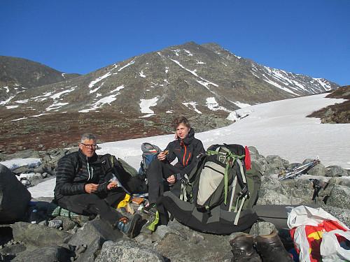 Matpause og bytte til ski nedenfor Hellstugufossen