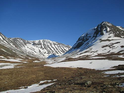 Ytterst i Hellstugudalen med Hellstuguhø til høyre