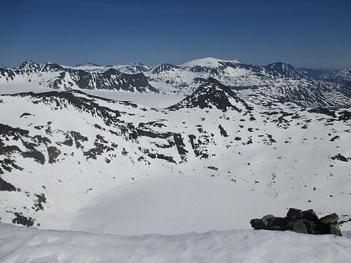 Fra Semeltind mot Semelbretjørna, Hinnåtefjellet, Vestre Memurutindar, Surtningssua og Besshø