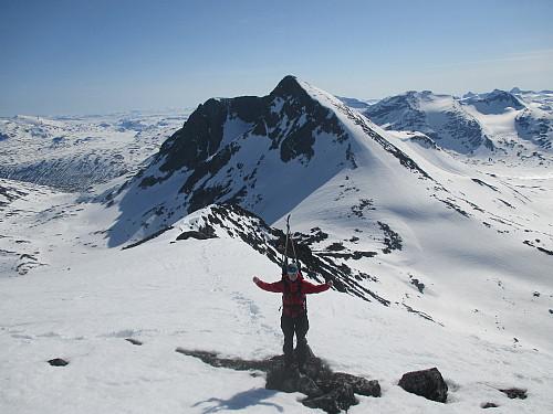 Fornøyd junior i oppstigningen mot Søre Hellstugutind