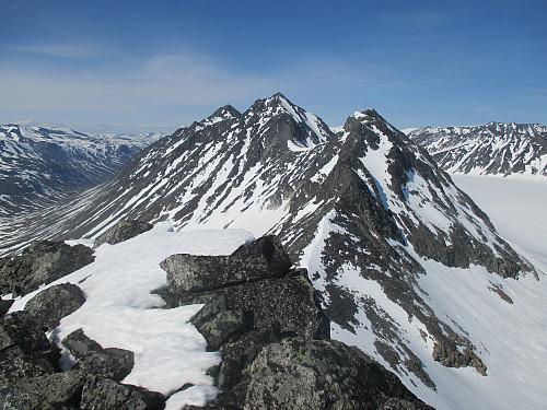 På Søre Hellstugutind med utsikt nordover Hellstuguryggen
