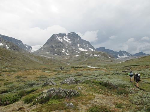 Mot Munken og øvre del av Leirungsdalen, med Kvitskardtind bakerst til høyre