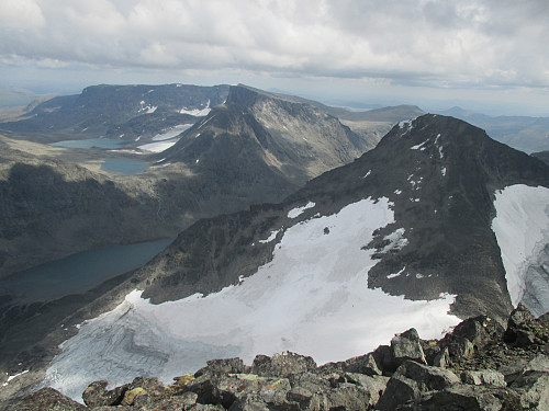 Fra Mesmogtind mot Kvitskardtind, Svartdalen og øvre del av Leirungsdalen