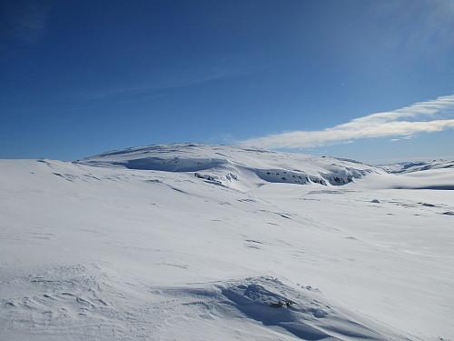 Vi passerer nord for hovedtoppen på Sveigen