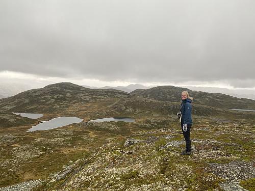 På Uførenuten med utsikt mot Leirtjønnuten og Råsunuten