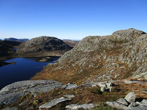 Mot Krøysatjødna, Krøysaheia og Lågahei