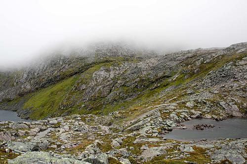 Bandet over til Skipsfjorden. Jeg kom ned fjellsiden omtrent midt i bildet.