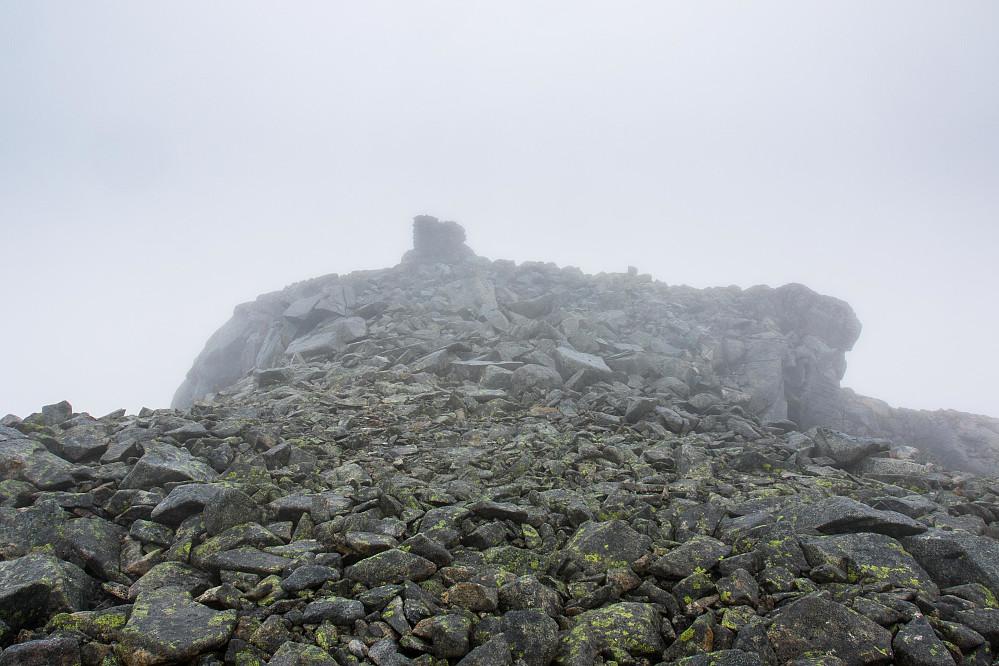 Vannkista, med en spektakulær utsikt over Lyngsalpene.