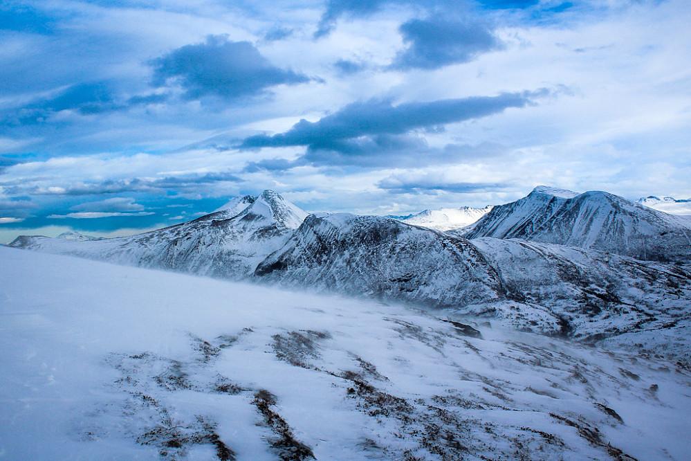 Utsikt fra toppen av Frostadtinden