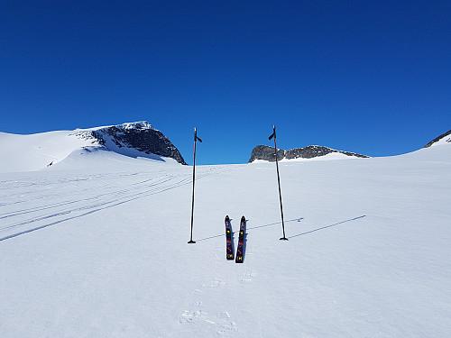 På vei opp Styggebreen. Med Galdhøpiggen til venstre og Vesle Galdhøpiggen til høyre.