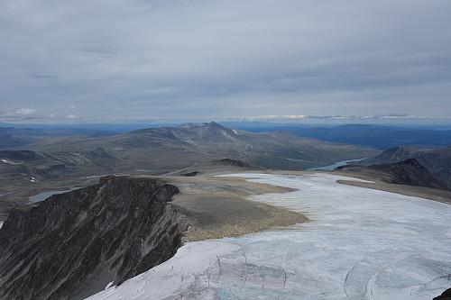 Nautgardstind og Sjodalen i nord