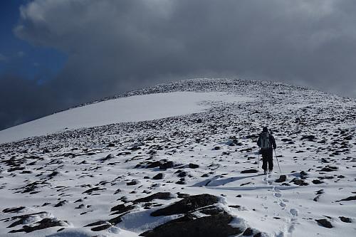 Toppen med gammel og ny snø