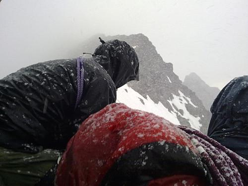 Ny type vær under toppen av Sentraltind; våt snø!