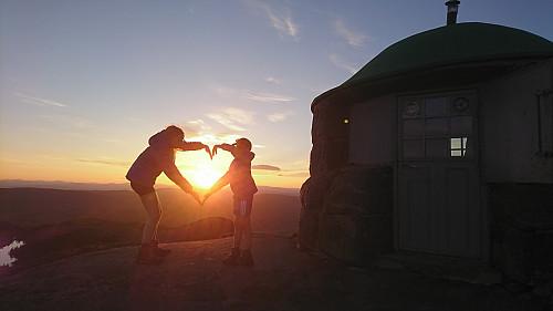 Søsken i solnedgang, Styggemannshytta
