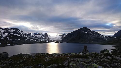 Kveldsstund ved Store Mjølkedalsvatnet - Mjølkedalsbreen