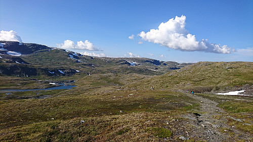Godt i gang med siste etappen fra geitrygghytta til Finse, bratt og spennende landskap på vei over fjellet