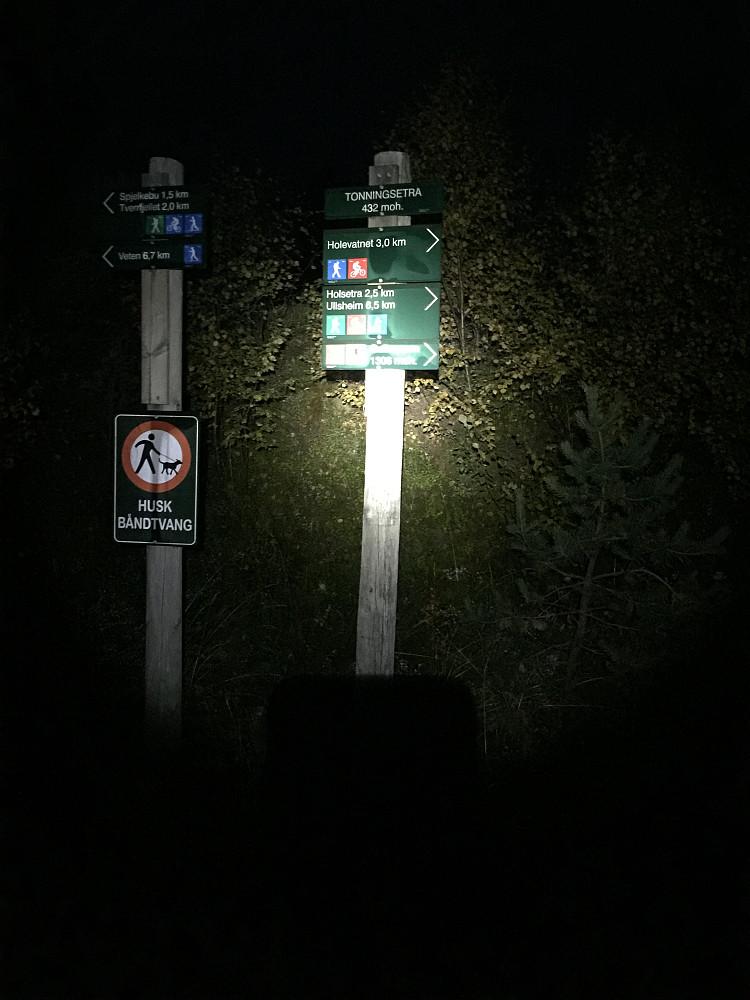 Bekmørkt ved oppstart Tonningsetra. Hodelykt påkrevd.