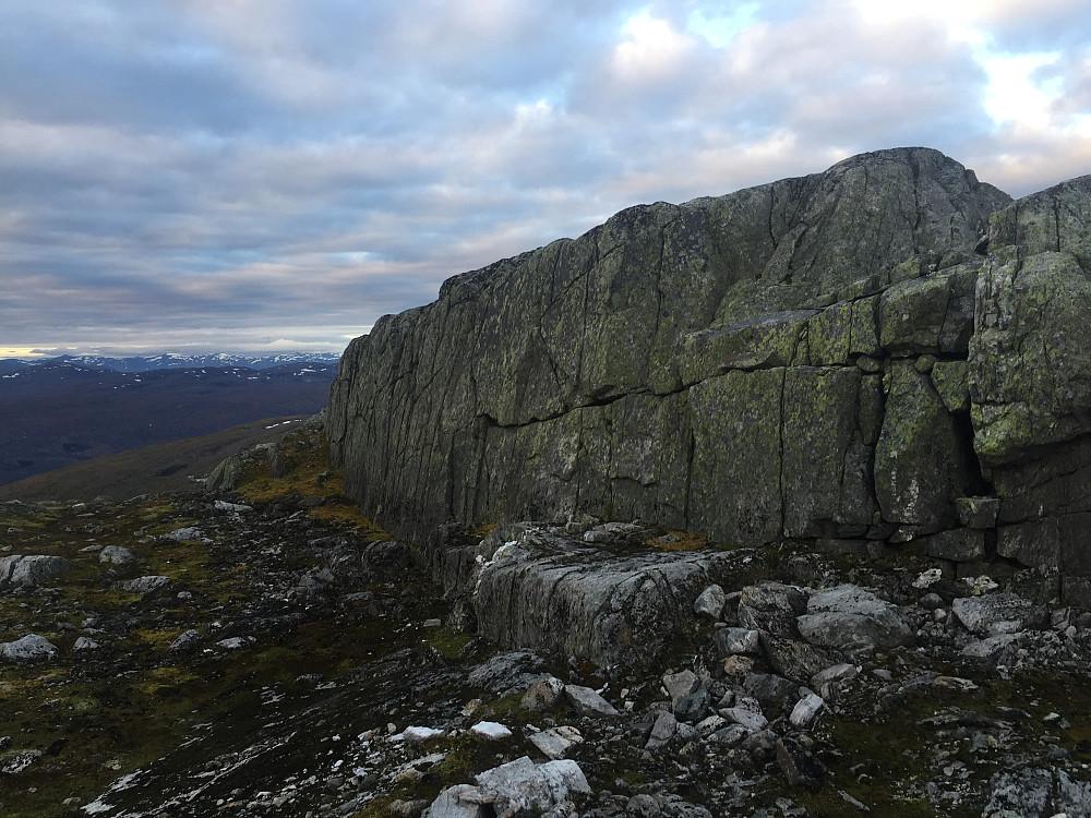 Men av og til kom der noen små utfordringer, som f.eks når jeg plutselig stod midt på toppen her. Da må man finne veien rundt.
