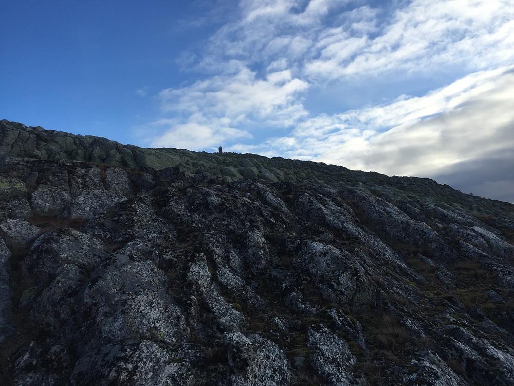 Siste toppen var en del brattere, og her måtte man være litt obs på veivalgene (fant ingen sti). Det gikk greit, men slurv kunne nok ha ført til at man måtte snu, og forsøke en ny vei opp en del steder.