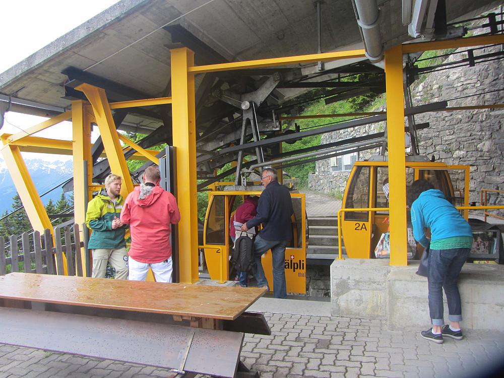 Alplibahn,  2 gondoler med plass til 4 personer i hver.