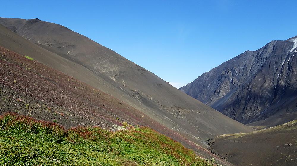 """""""Mørdarbakken vi gikk opp, 3300 til 3700 moh i løs grus"""