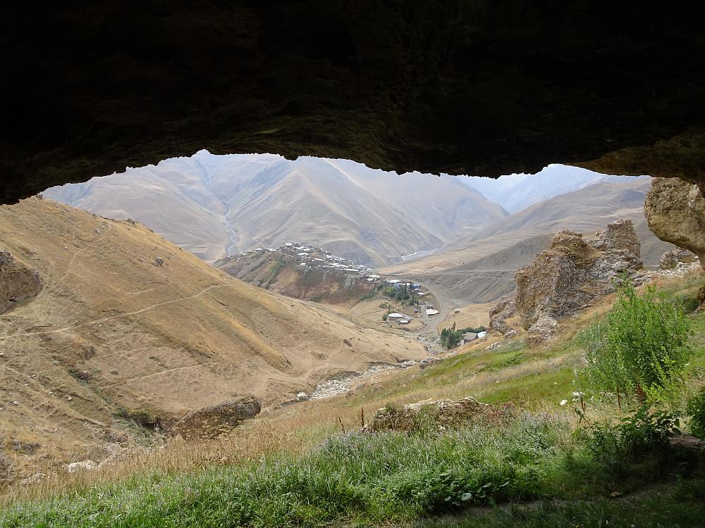 Landsbyen sett fra grotten