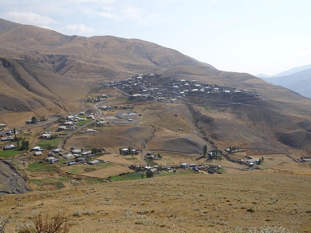 Landsbyen sett i perspektiv