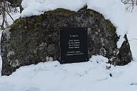 Trist minne og en påminnelse. Minnesmerke ved starten av turen rett ved broa som krysser Usma ved Brandstadbu.