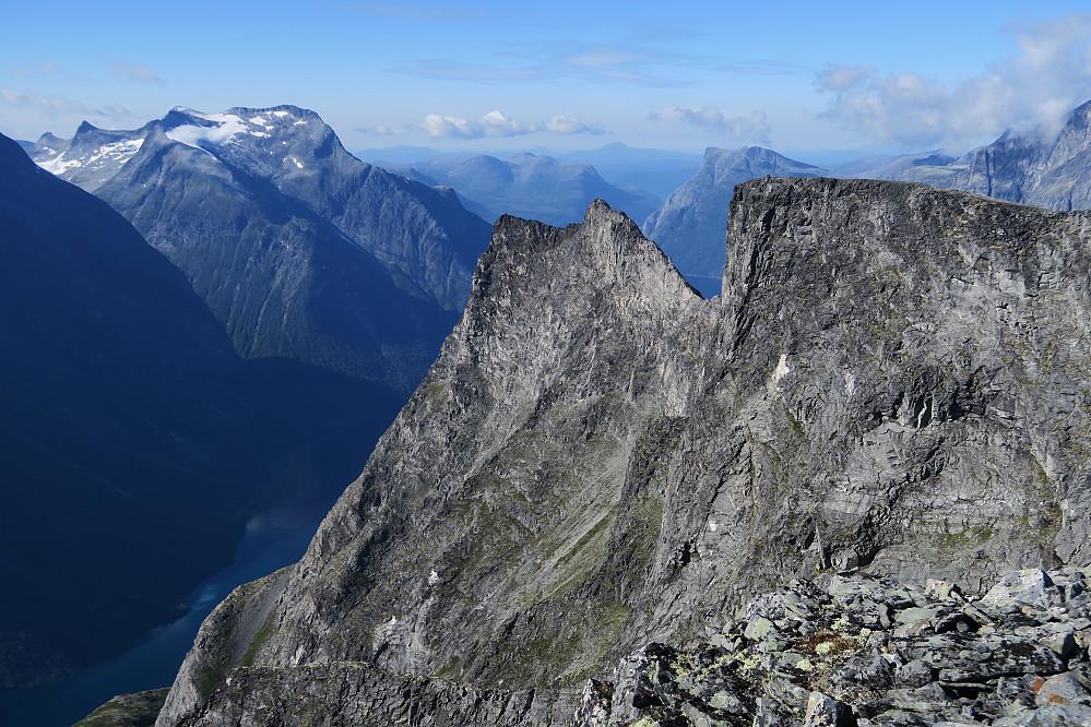 Deler av traversen sett fra Bjørktinden.