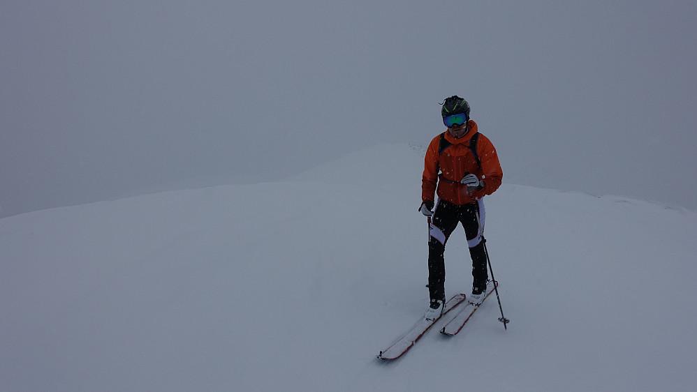 Like ved toppen på Skarven. Faktisk fint skiføre ned til skogen, men mindre bra sikt.