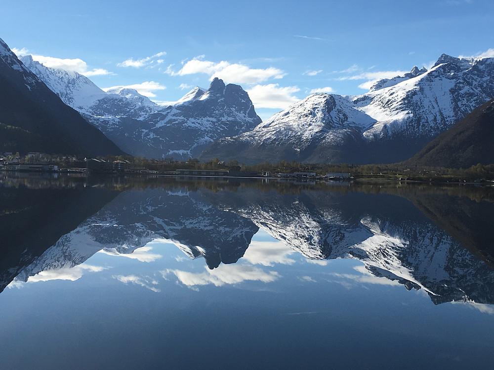 Måtte bare stoppe og ta bilde av Romsdalshornet i dag!