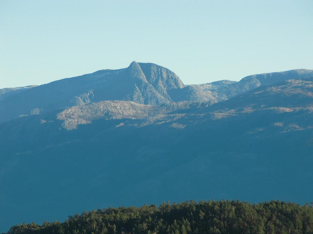 Inn-zoomet bilde av Gygrastolen, herfra er vesttoppen ualminnelig spiss og bratt