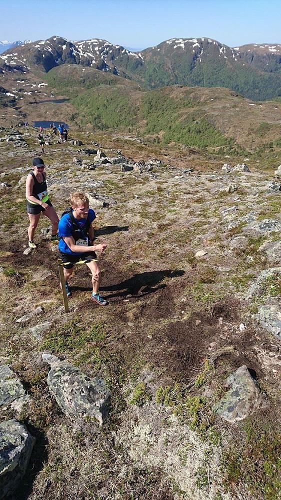 Her er jeg veldig sliten på veg opp mot Skolmelia.  Foto tatt av Leif Søvik.