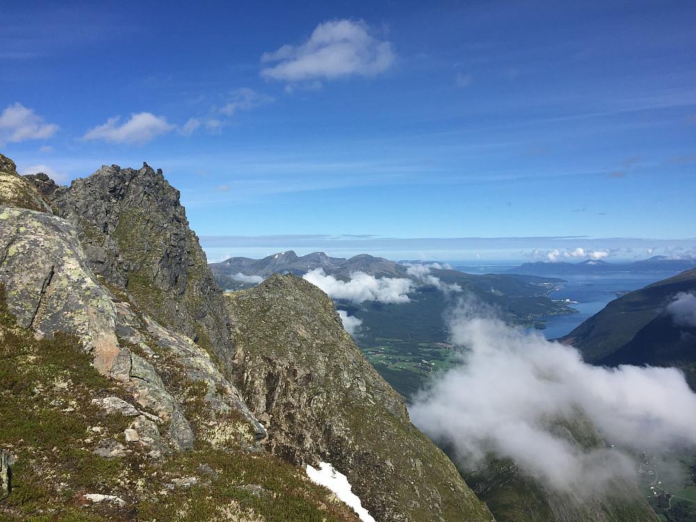 Toppen av Litleskorka og utover Tresfjord