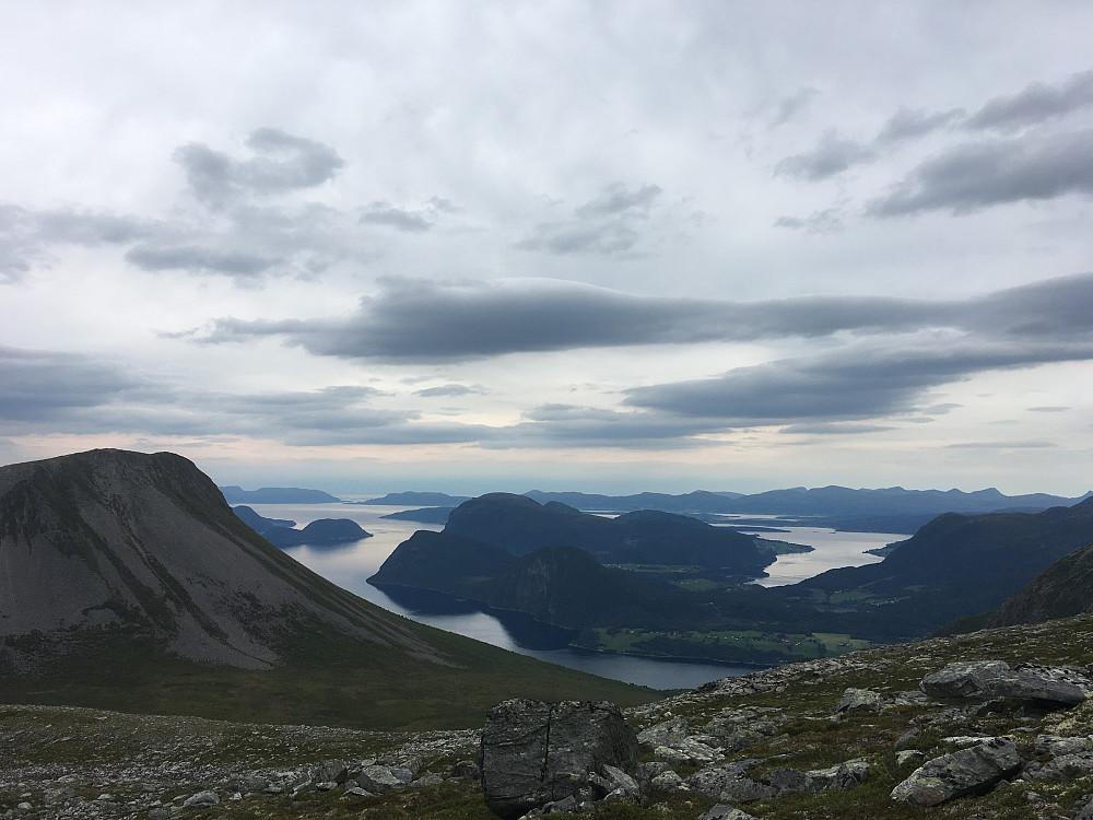 Grisetskolten til venstre, Rødven i midten og utover mot Molde