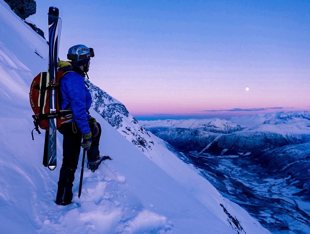 Snart oppe på Glennfjellet. Fint lys. Foto: Håkon Lundkvist