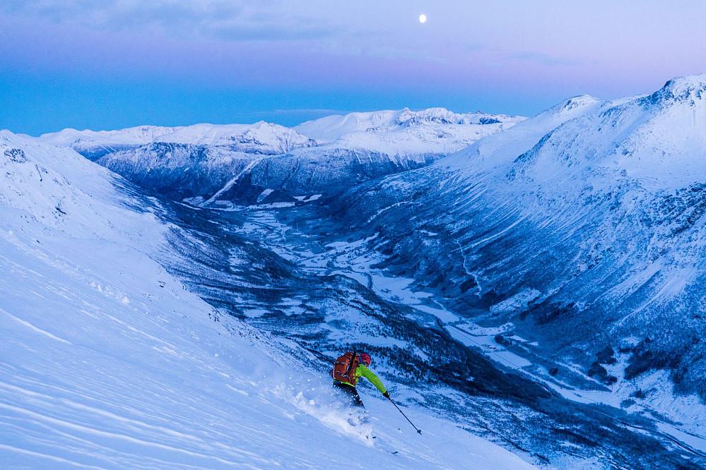 Kjetil kjører ned fra Glennfjellet Foto: Håkon Lundkvist
