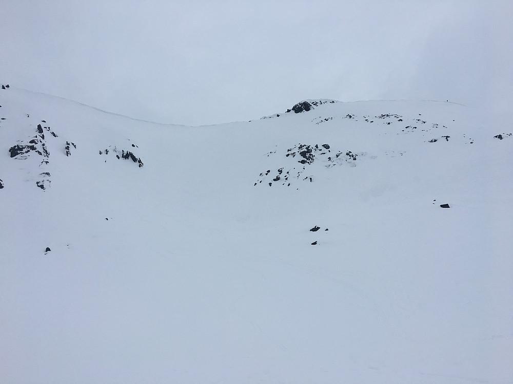 Vi kjørte ned flanken fra det laveste punktet. Noen i turfølget tok samme veg som opp.