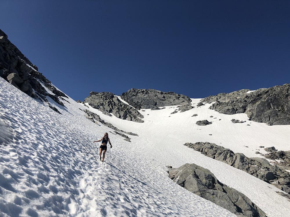 Snø på veg ned fra Breidtinden, fint å løpe på