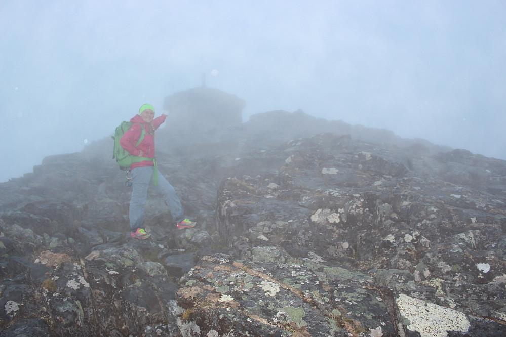 Og der, på knappe 1200 moh, dukka plutselig Blånebu opp.