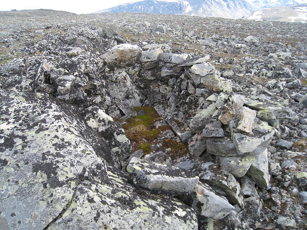 Bivuak eller fangstgrav rett vest for Vestre Hestlægerhø