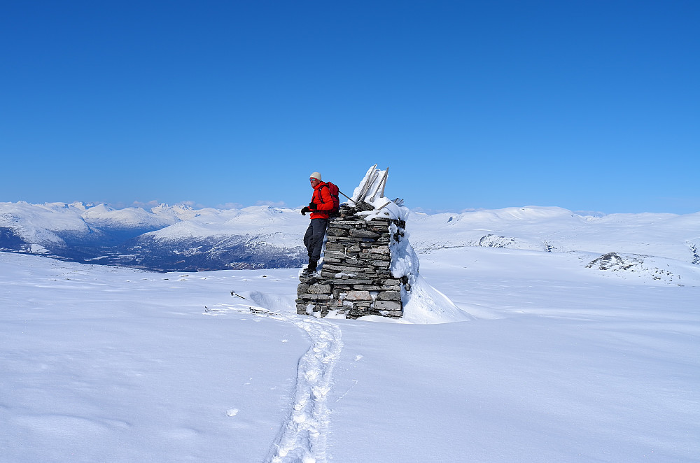 Søre Skarvhøi og utsikt mot Romsdalen
