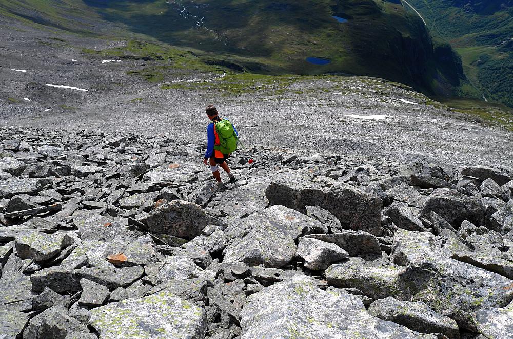 Langt ned til Gråsteindalen