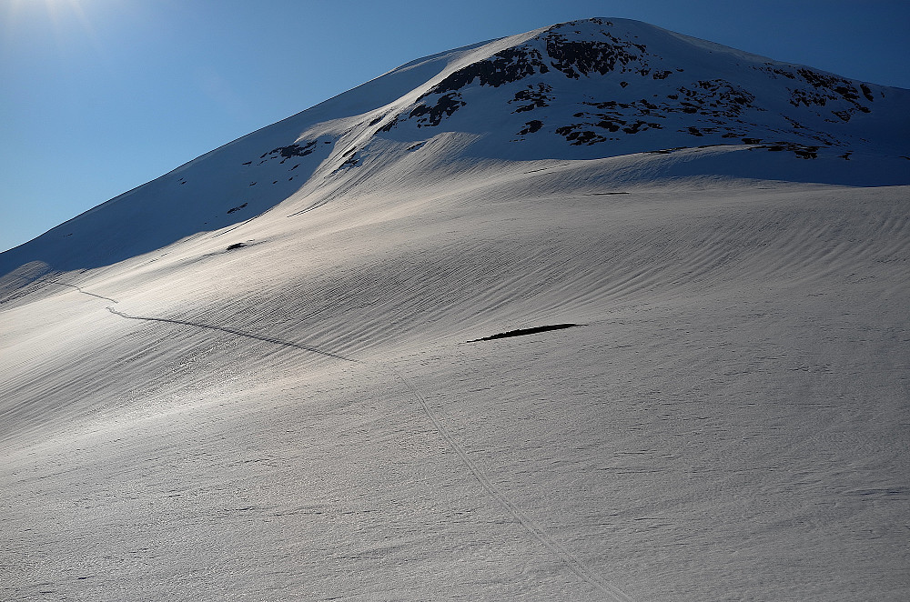 En truende snøfonn på Arggalåjtjåhkkå