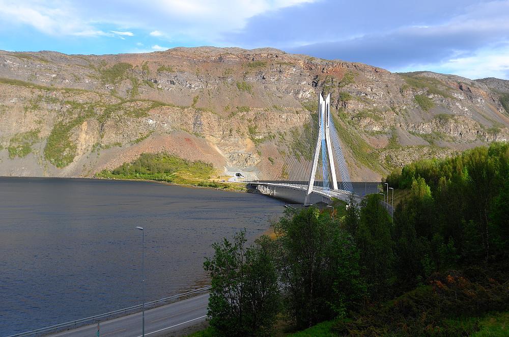 Kåfjorden, E6 og Sahkkobatni