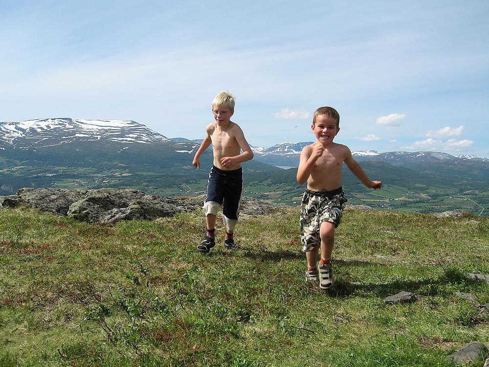 Sommerferie for Kristian og Simen